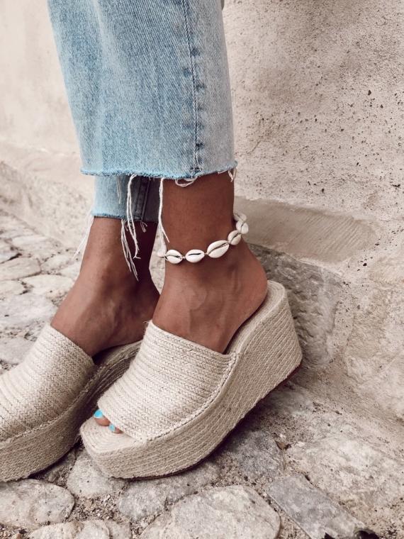 Ankle bracelet white shellfish