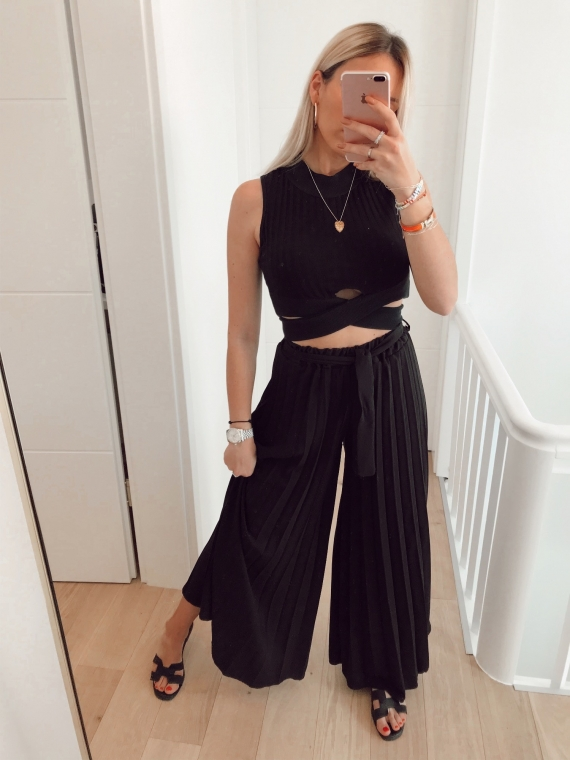 Black LOVER pleated oversize pants