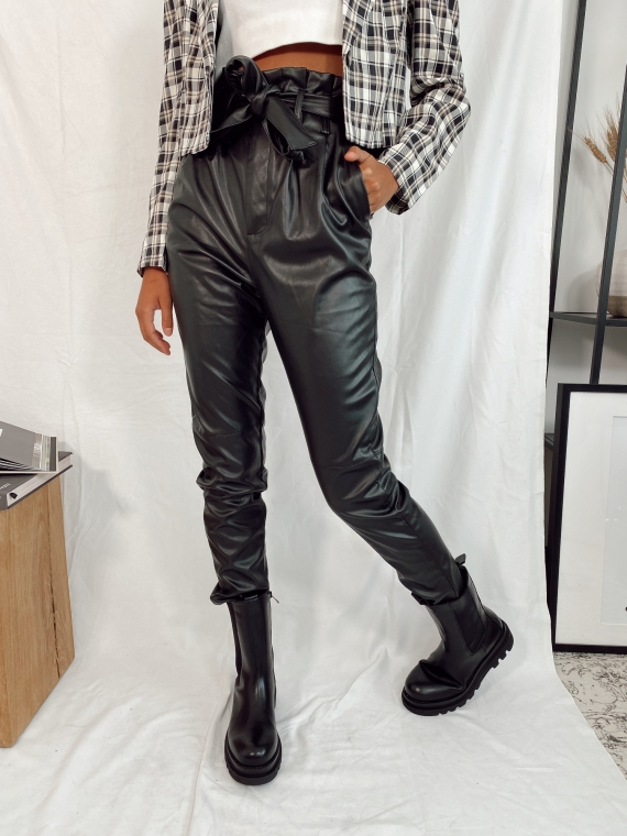 Pantalon coupe droite LUCE en similicuir noir