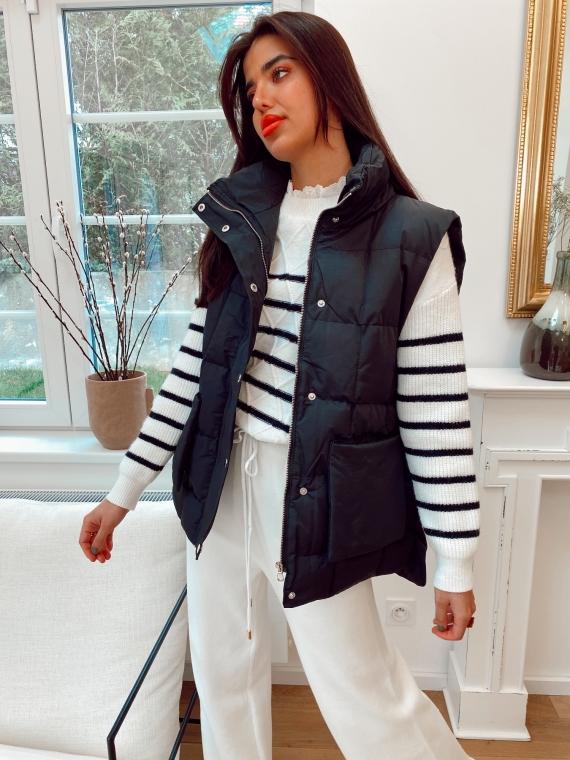 Black sleeveless quilted jacket HOLSK