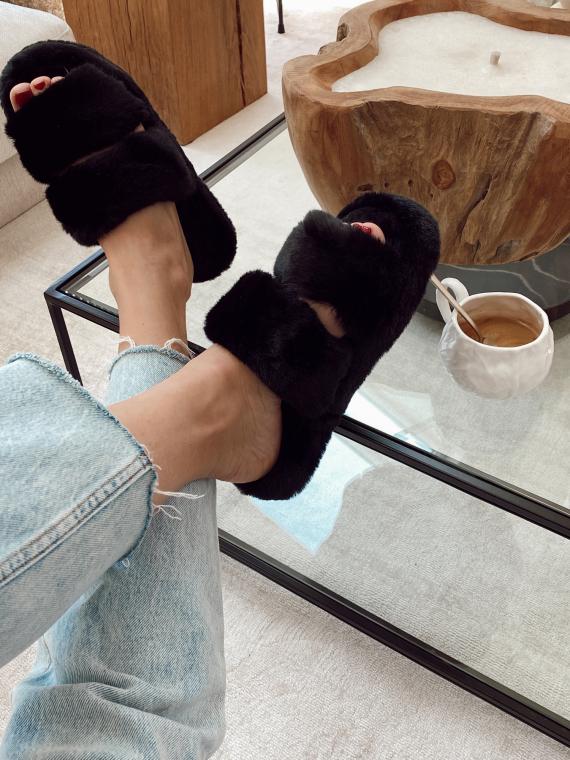 Chaussons en fausse fourrure SOFT noirs