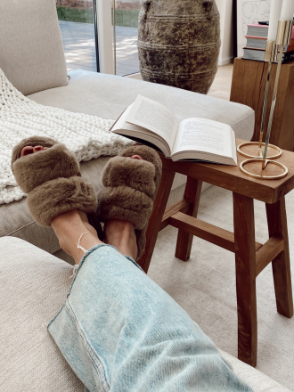 Chaussons en fausse fourrure SOFT taupe